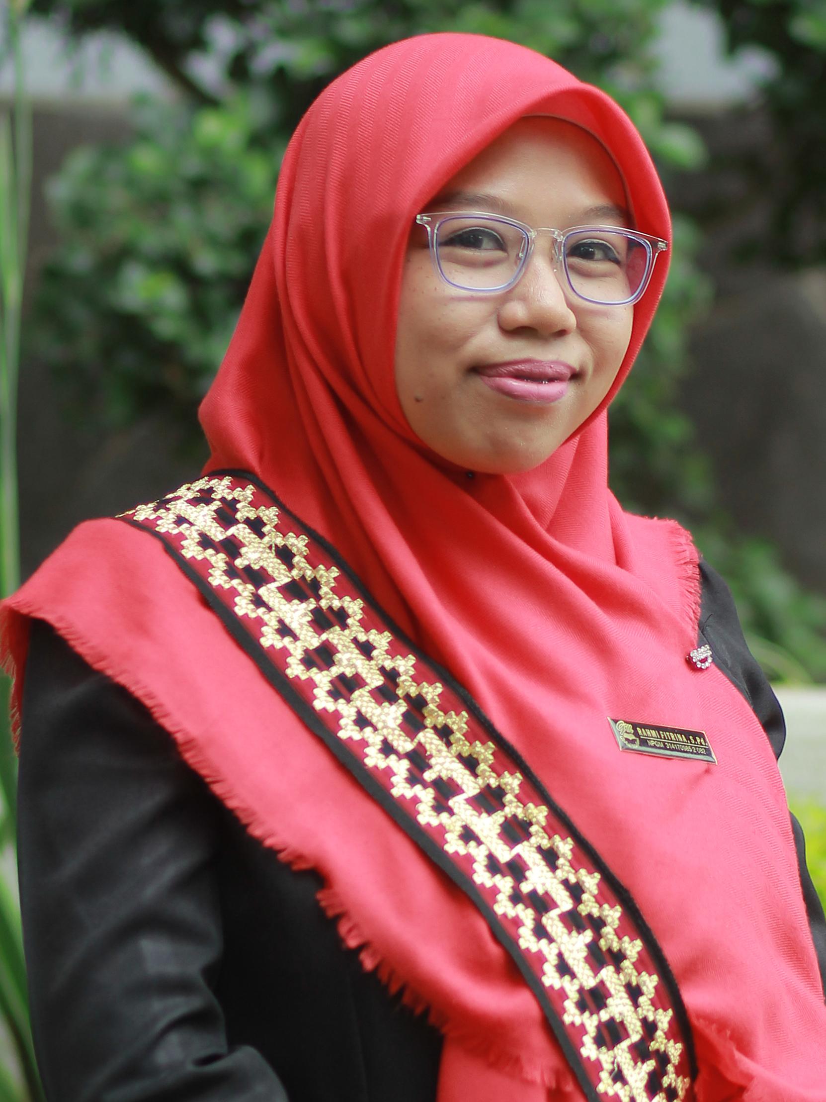 Rahmi Fitrina, S.Pd.